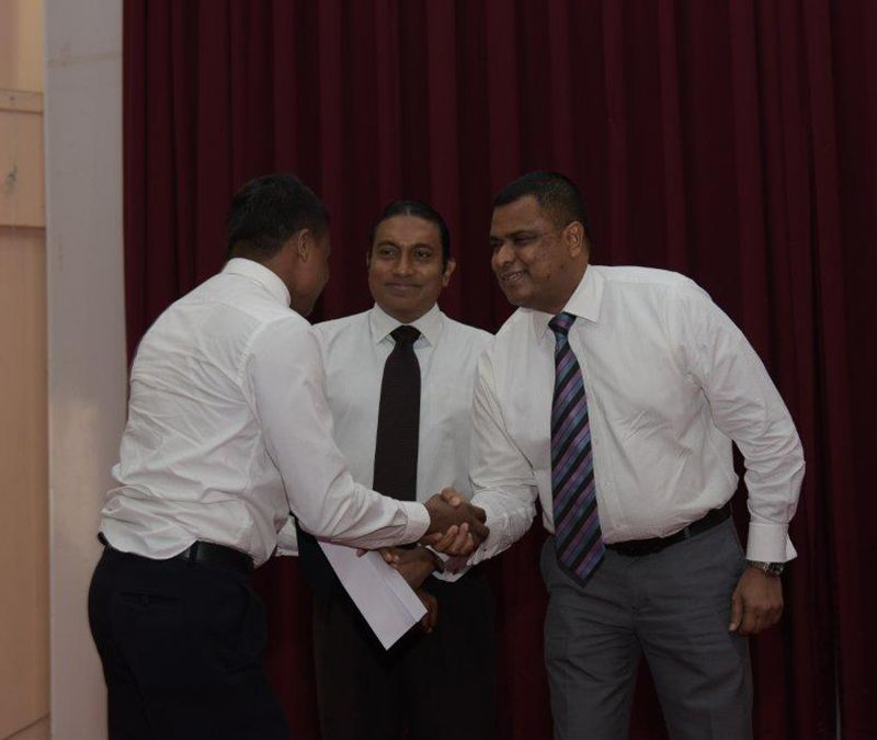 Handing over the certificates at the NHMC 2015